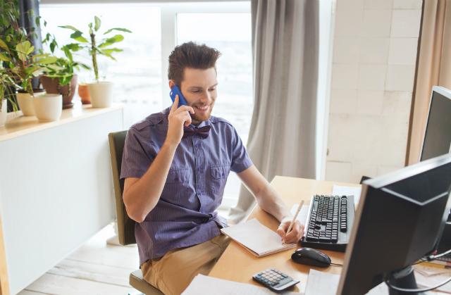 Imagem representando um cliente contratando uma consultoria de TI